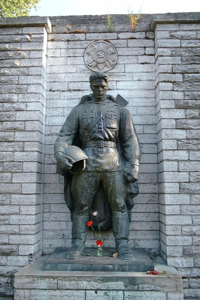 The statue above was the Soviet war memorial in Talinn