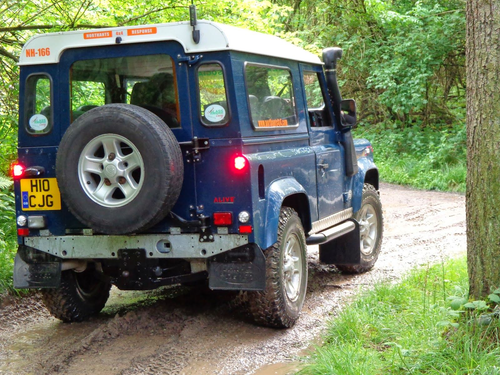 Diana'sHappyRoom: Eastnor Castle Land Rover Show Photos | Auto+Matic