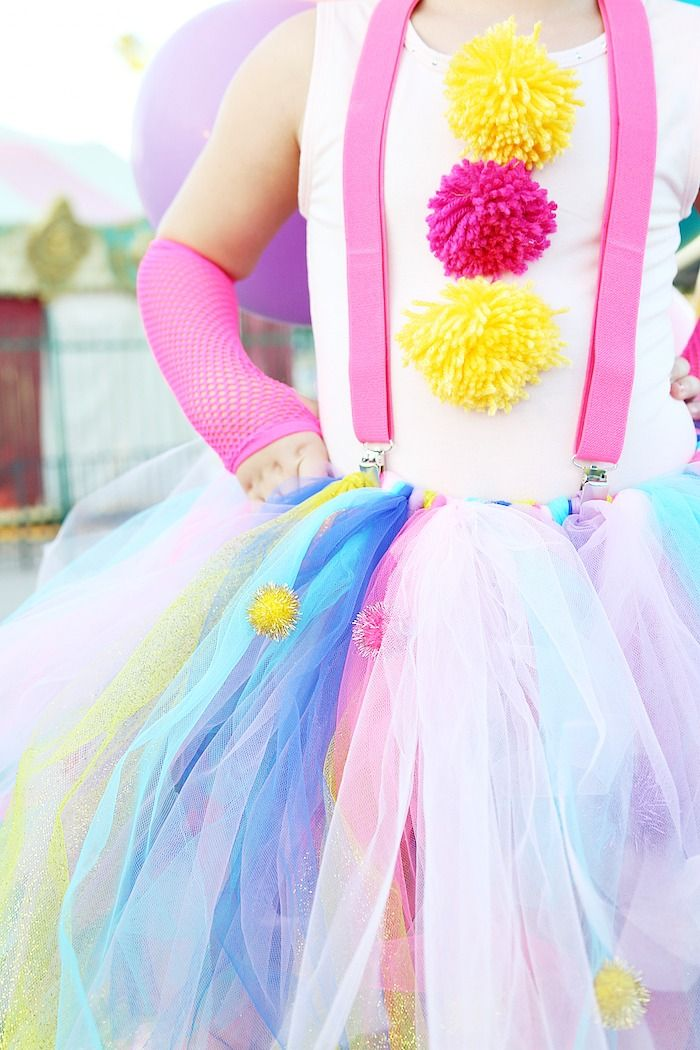 DIY Girly Clown Costume - This Is the cutest girl's Halloween Costume - www.classyclutter.net