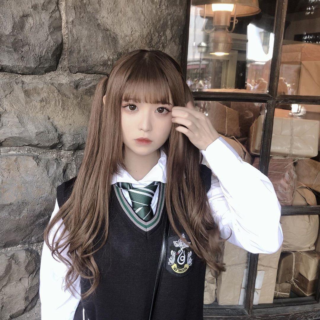 Toi On Instagram 今年のコスプレは ホグワーツ魔法学校の生徒でした 一番スリザリンぽい表情してるのを選んだつもり スリザリン ホグワーツ ホラーナイト ハロウィン ハーフツイン シールエクステ エ スリザリン コスプレ 女性