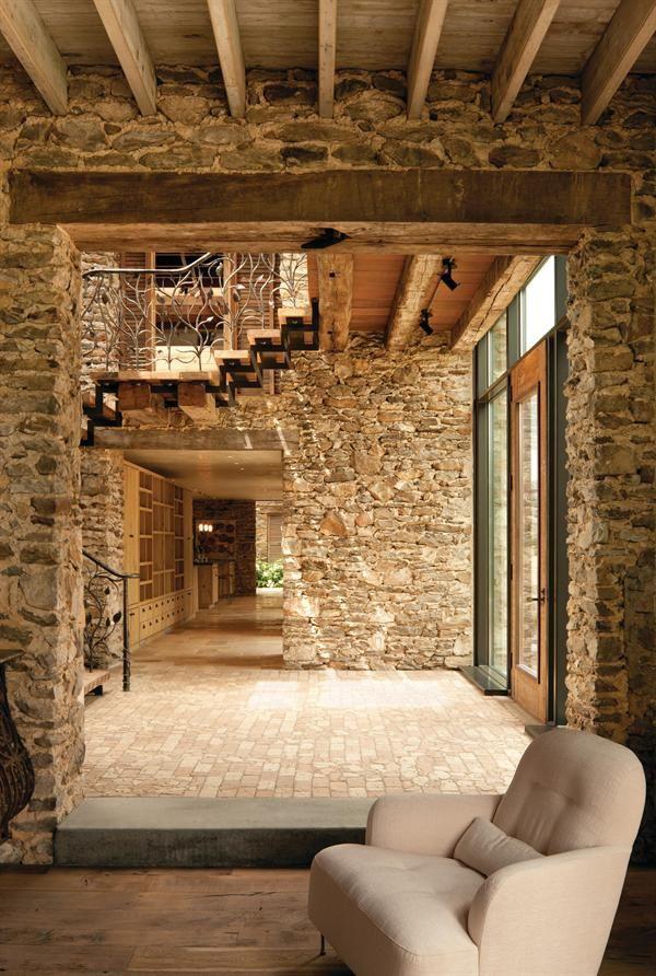 eine zweist ckige lichtdurchflutete eingangshalle verk ndet den offenen eingang schneidet man. Black Bedroom Furniture Sets. Home Design Ideas