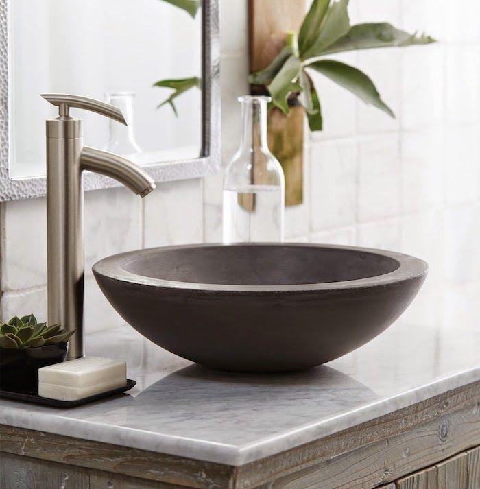 badezimmer deko, runder grauer waschbecken aus naturstein - badezimmer mit grauen fliesen