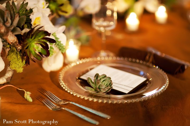 Gold & white place setting from Aileen Tran's blog.