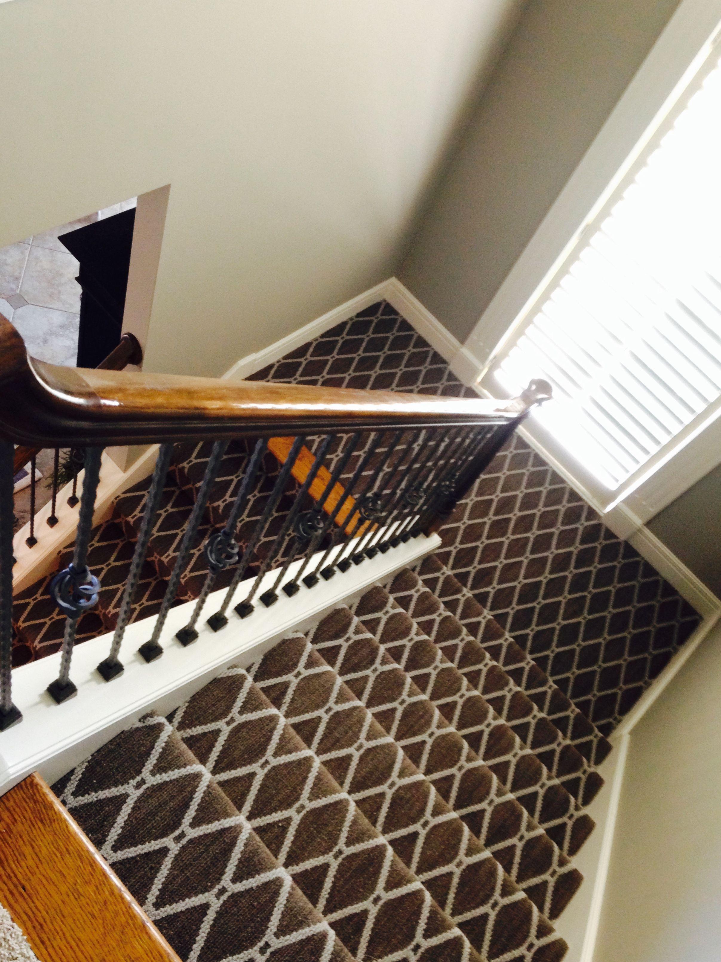Best Geometric Stair Carpet Diamond Pattern In 2019 Carpet 400 x 300