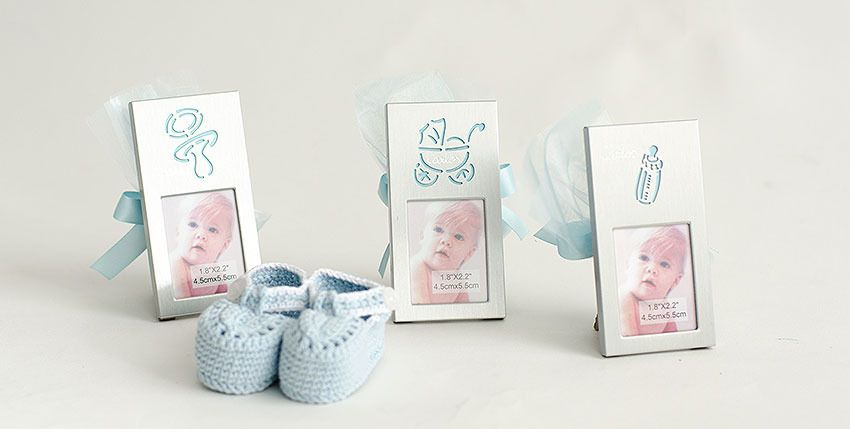 Ofrecemos marcos grabados con el nombre del bebé, incluyen además ...
