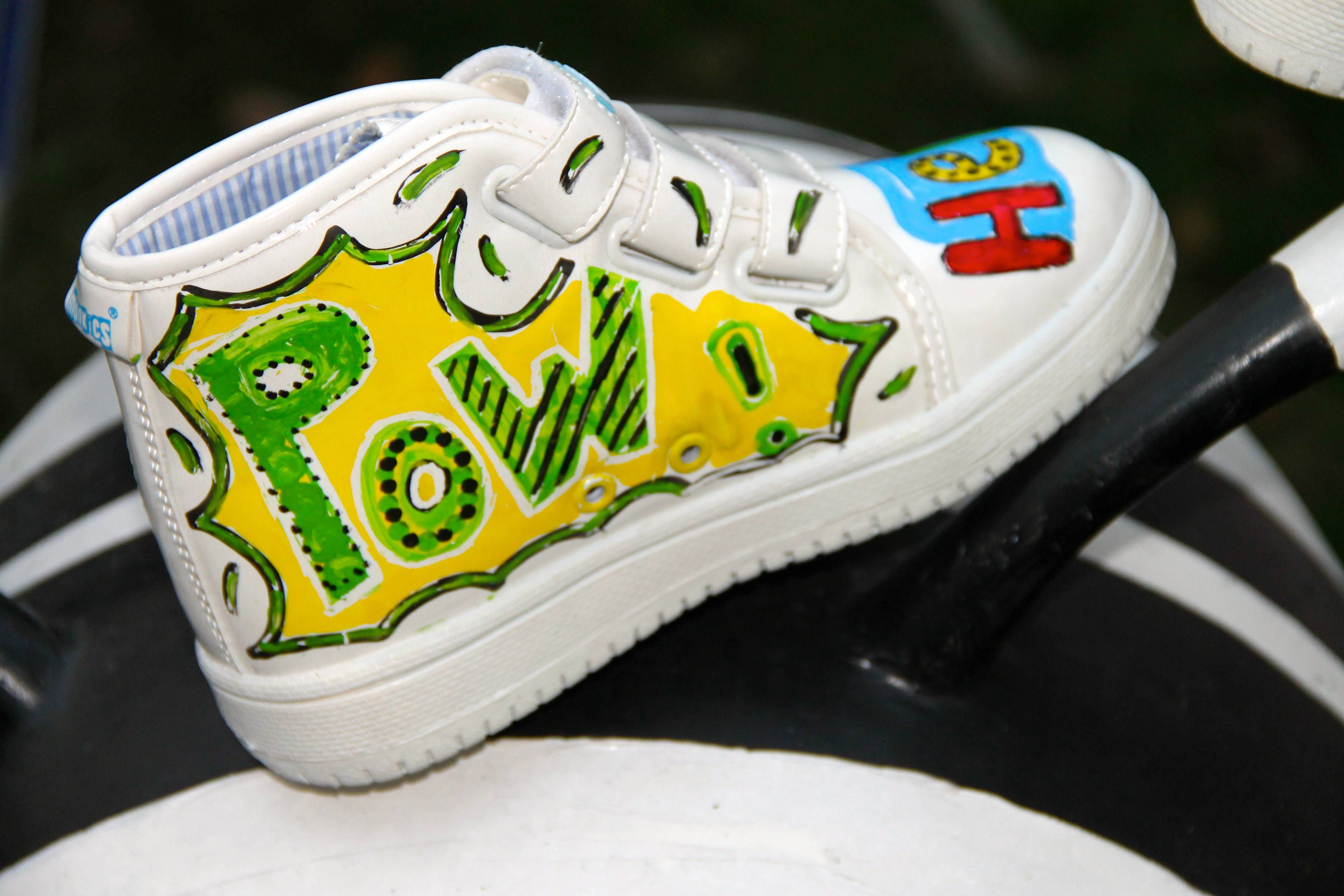 Pow !  Monkies shoes the best #kids #present for #Christmas #shoes #kids #draw #color #erase #fashion www.monkies-shoes.com