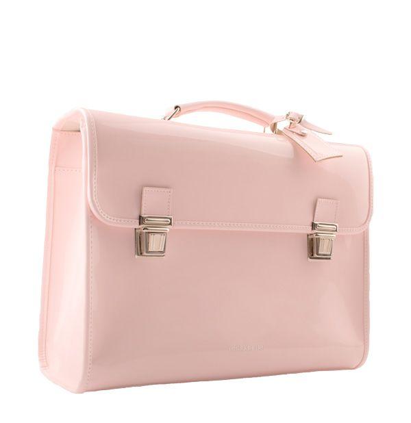 b2c6b3cb57e Echte prinsessen hebben geen gewone rugzak, maar een lakleren roze tas met  handvat (en