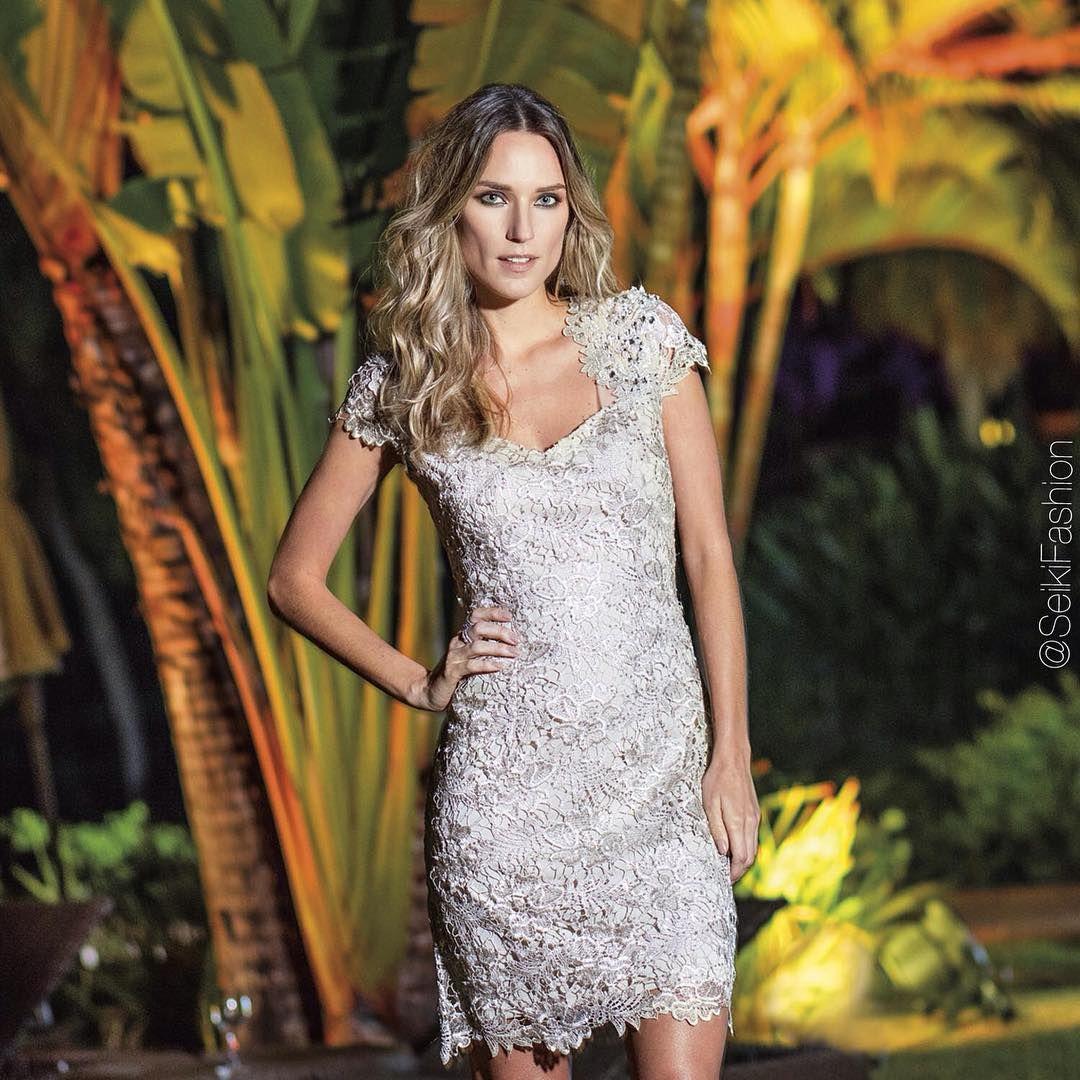 """""""Que tal dar UP no #ootn?! Vestido de renda é uma ótima escolha pra ARRASAR!!  #festas #vestidobapho #renda #arrasa Referência: 980353"""""""