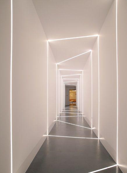 Barra led come illuminare il corridoio monolocali for Led per interni casa