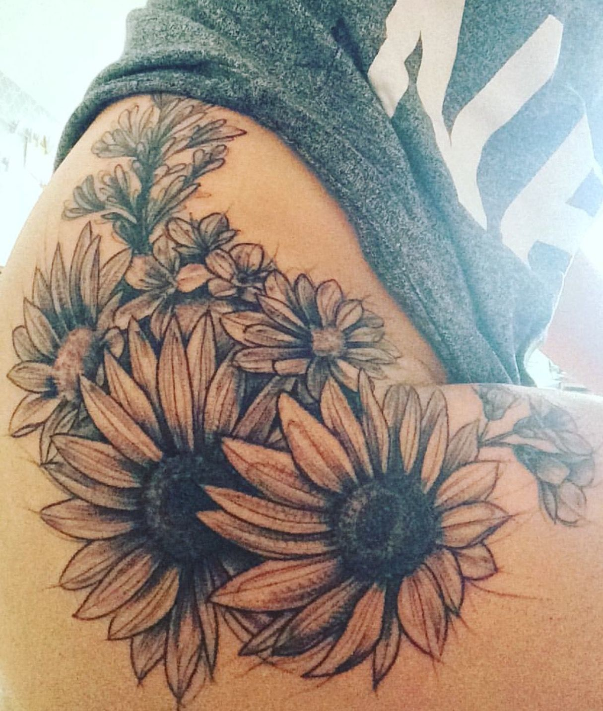 This One Will Be My Next Tattoo Same Spot But A Little Smaller The Only Flowers I Get Unless I Flower Thigh Tattoos Sunflower Tattoos Sunflower Tattoo Thigh
