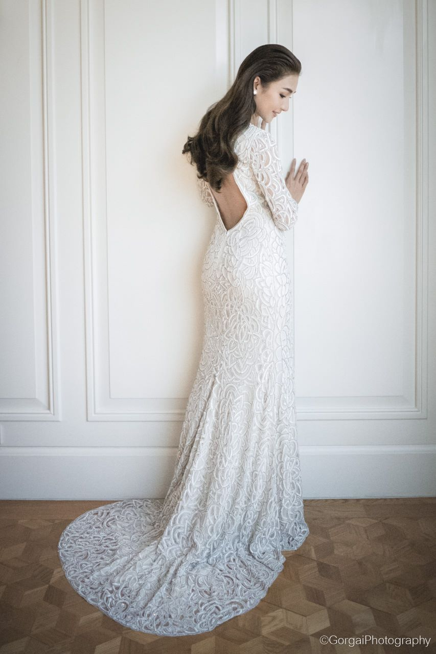 Long-sleeved wedding gown with plunging back // Thai actress and ...