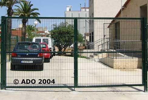 Puertas verja stil Ado construidas a medida según necesidades cliente