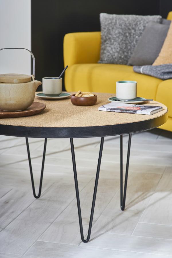 la table basse est relook e le plateau est habill de. Black Bedroom Furniture Sets. Home Design Ideas
