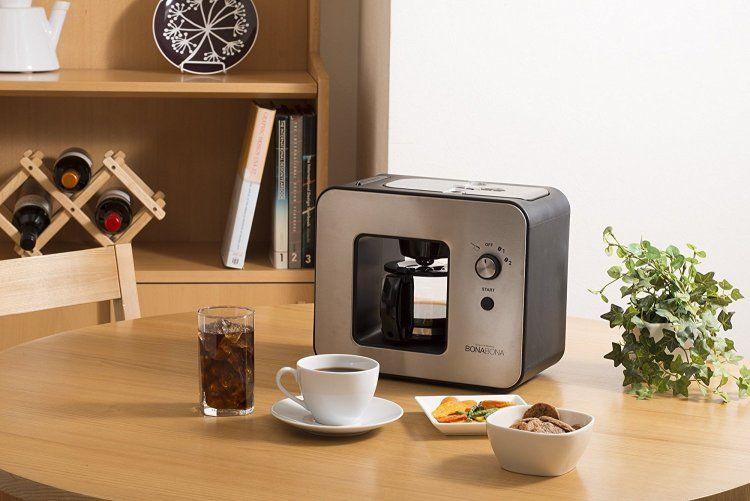 自分でミルを使い手動でコーヒー豆を挽くとなると 手間もかかるしめんどくさいのも事実 そこで用意したいのがミル付きコーヒーメーカーです 今回は ミル付き コーヒーメーカーの選び方とおすすめ製品をご紹介します コーヒーメーカー コーヒー豆 コーヒー