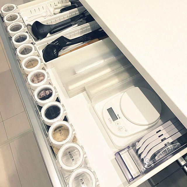 キッチンの引き出し見せて 真似したい収納法10のスタイル キッチンツール 収納 キッチン収納 おしゃれ キッチン 収納棚 おしゃれ