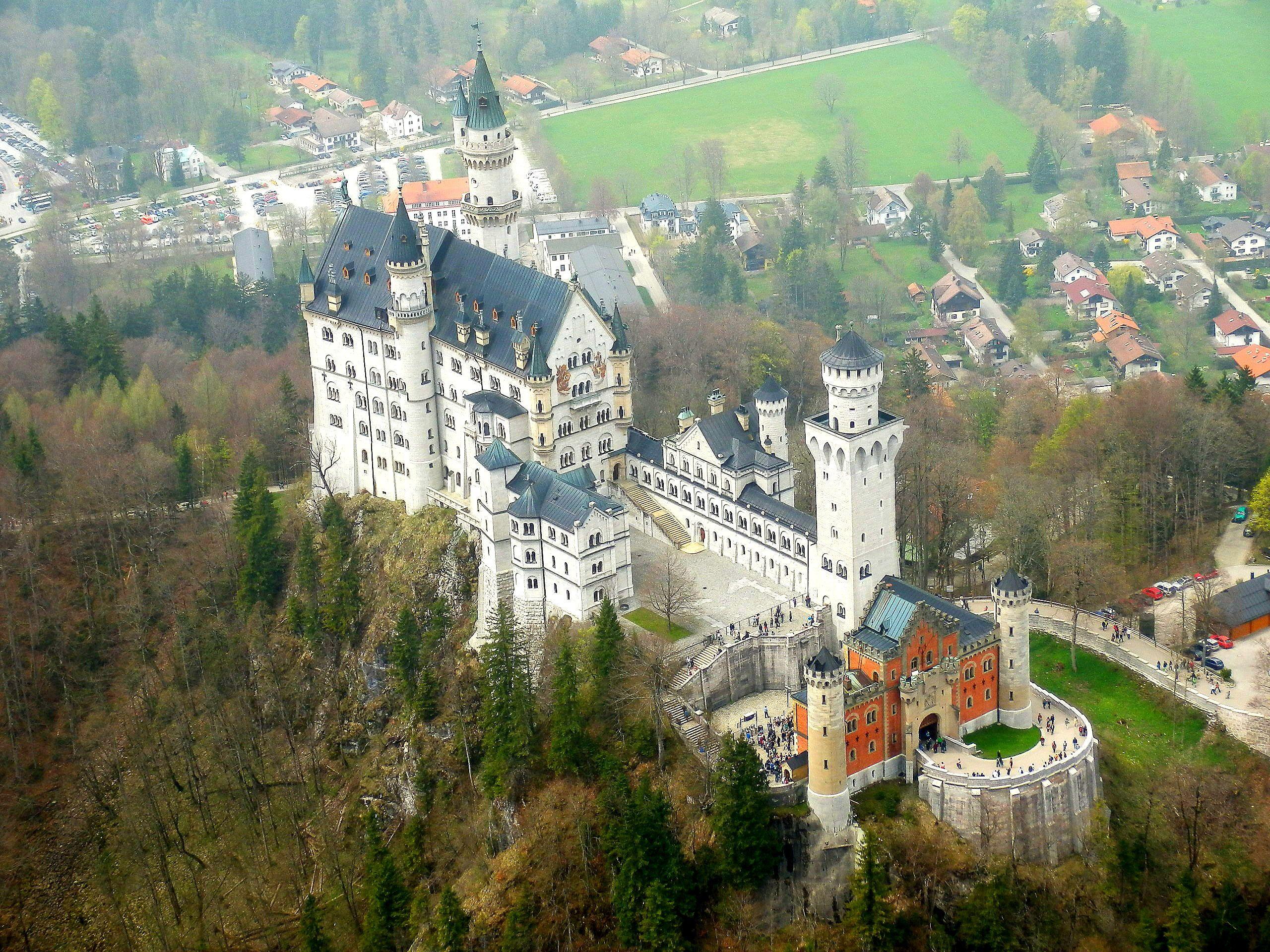 Zamek Neuschwanstein Bawaria Wycieczka Do Bawarii Zamek Neuschwanstein Zamki Ludwika Bawarskiego Zamek Disney A