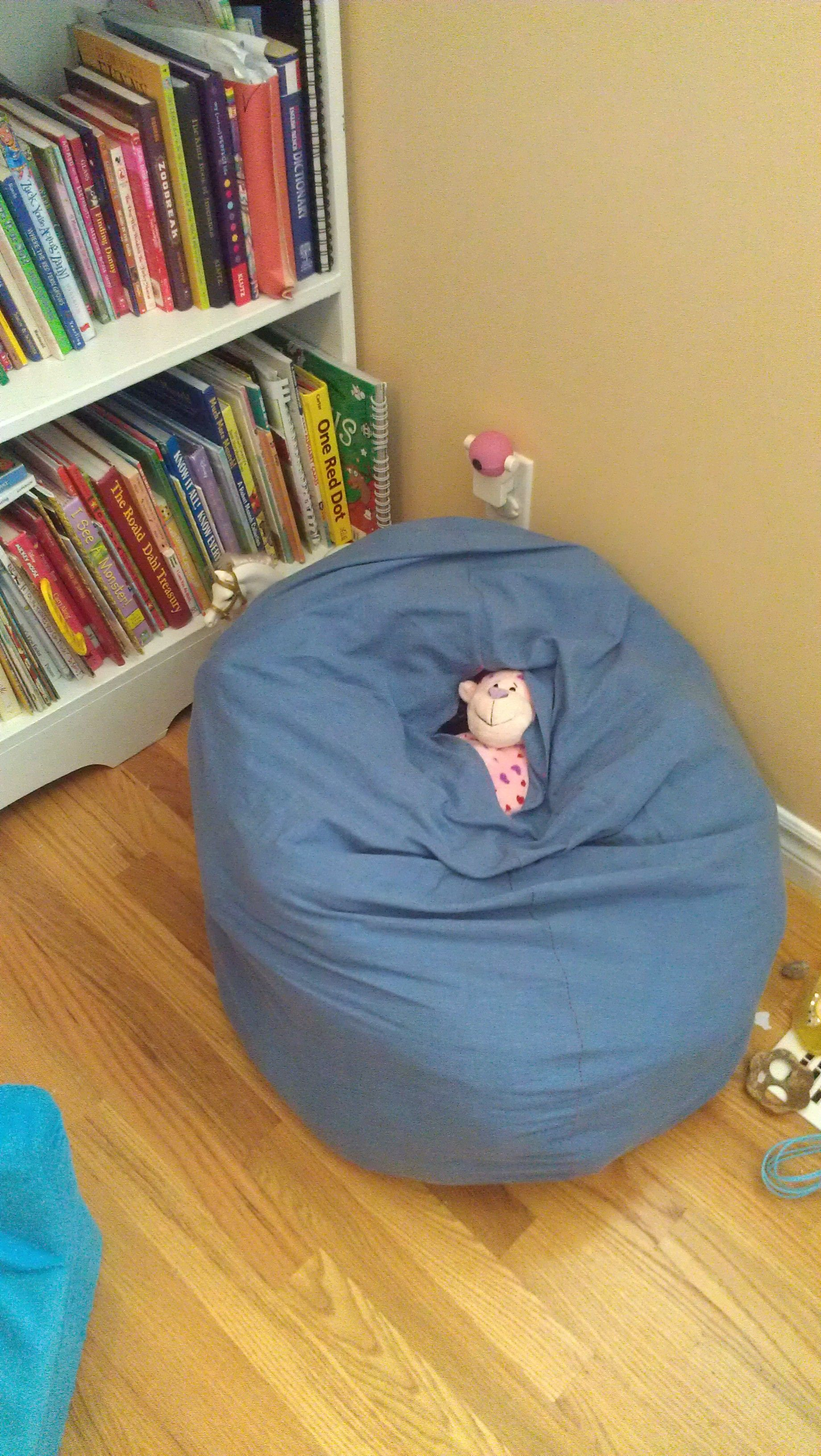 Made A Beanbag Chair Out Of An Old Sheet Filled It With Stuffed Animals