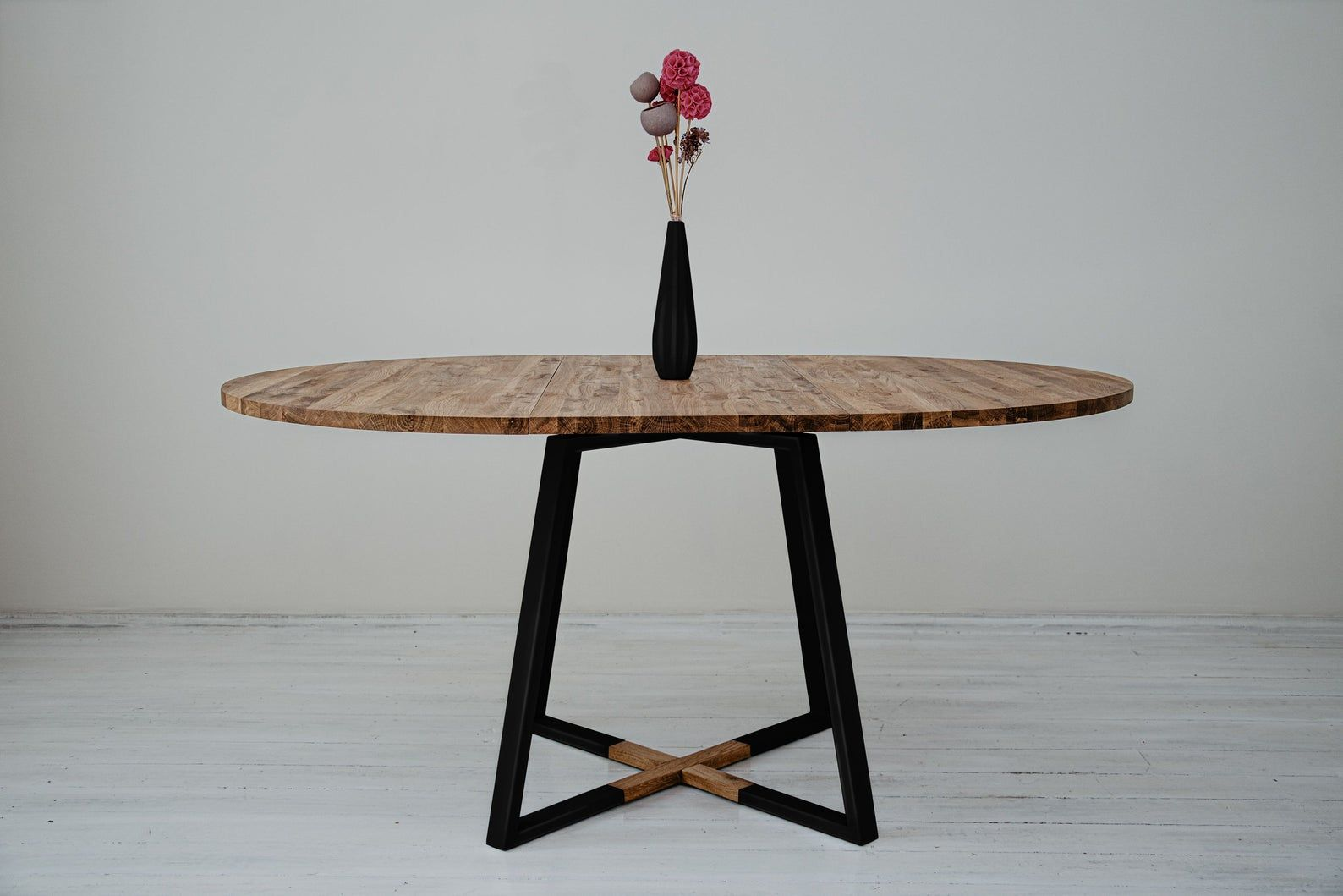 Modern Industrial dining table Contemporary Extendable round solid oak wood table Powder coated metal base MÅNE BLACK