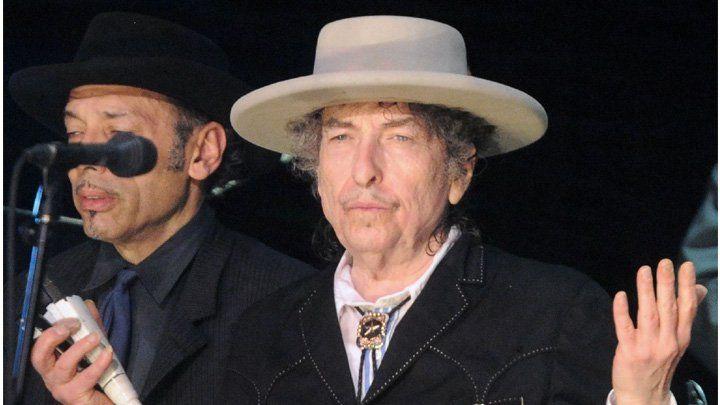 Se ha dicho de todo del silencio de Bob Dylan tras la concesión a su persona del premio Nobel de Literatura por parte de la academia sueca. Timidez, duda, frialdad, simple desinterés o incluso mala educación. Se ha dicho con sentido de humor que Dylan &qout;se ha hecho el sueco&qout;. Sin embargo, c…