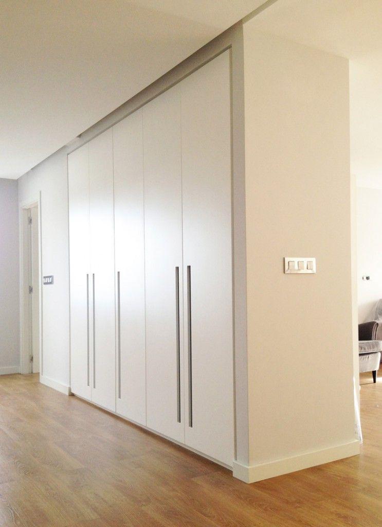 Modelo 5 puertas integrado en hueco tiradores for Armario de dormitorio blanco barato