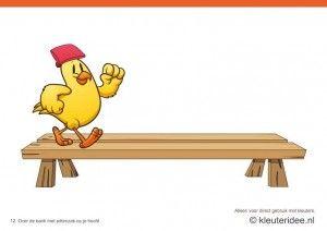 Bewegingskaarten kip voor kleuters 12, Over de bank met pittenzak op je hoofd , kleuteridee.nl , thema Lente, Movementcards for preschool,  free printable.