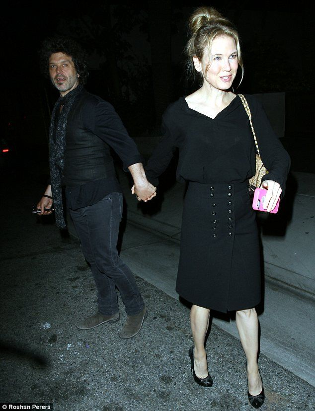 Who Is Renee Zellweger Dating in ?