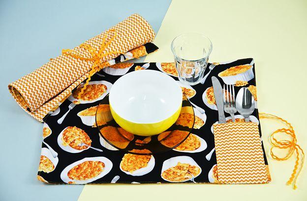 club tissus projet napperon avec rangement pour ustensiles couture pinterest napperons. Black Bedroom Furniture Sets. Home Design Ideas