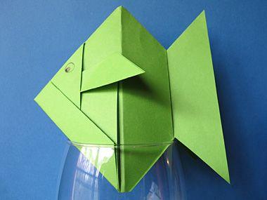 origami poisson fabriquer des poissons en pliage papier poissons en origami joli poisson et. Black Bedroom Furniture Sets. Home Design Ideas
