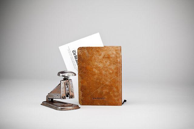 Turnvaters Notizbuch - Einband aus Leder von gebrauchten Turngeräten wie Pferd oder Kasten