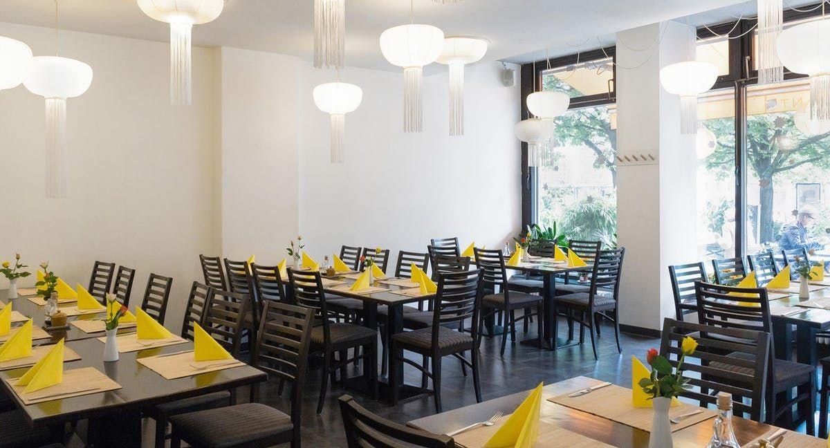 Vegan Vegetarisches Restaurant Samadhi Wilhelmstrasse 77 Berlin 10117 Berlin City In 2019 Restaurant Home Table