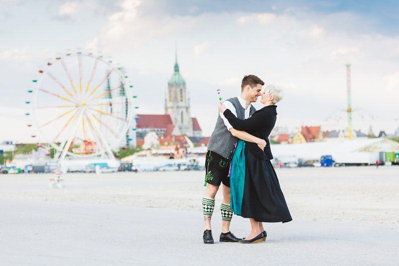 Einen ganz tollen Vorschlag für ihr persönliches vorab Engagement Shooting hatten Katja und Sebastian mir gemacht: auf das Münchner Frühlingsfest sollte es gehen, in Tracht selbstverständlich! Da war ich natürlich gleich hellauf begeistert und…
