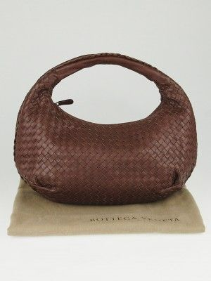 bd223e0b1996 This gorgeous Bottega Veneta Intrecciato Woven Nappa Leather Medium Belly Veneta  Hobo Bag makes a perfect everyday bag and will fit your daily essentials in  ...