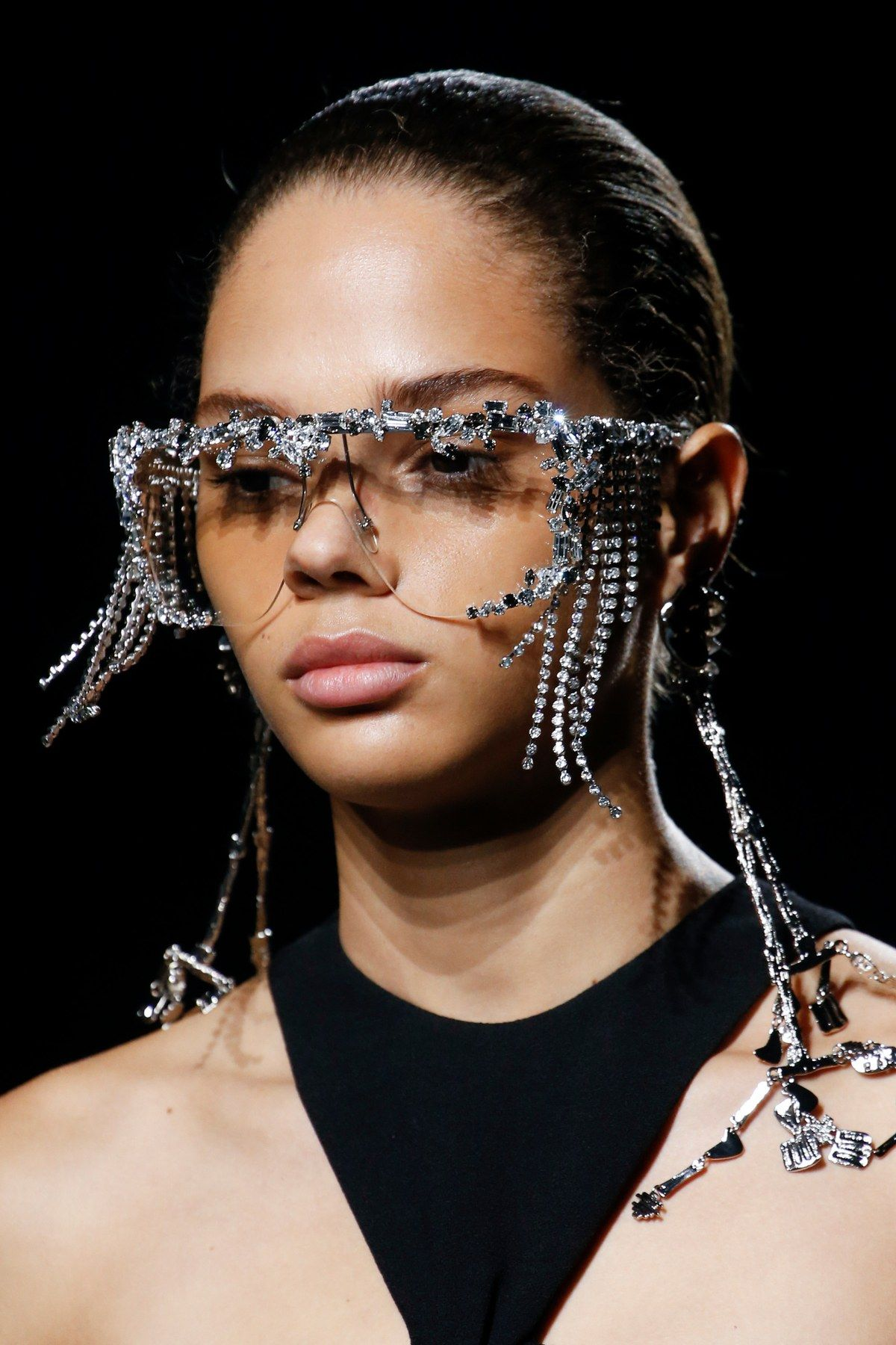5fb88430e4ac6 Givenchy Spring 2019 Ready-to-Wear collection, runway looks, beauty,  models, and reviews.