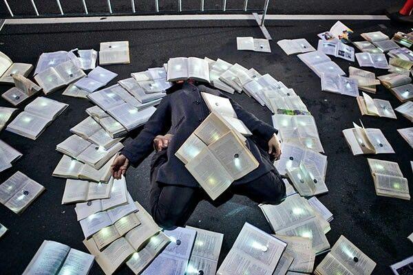 #book #light  #cenografia