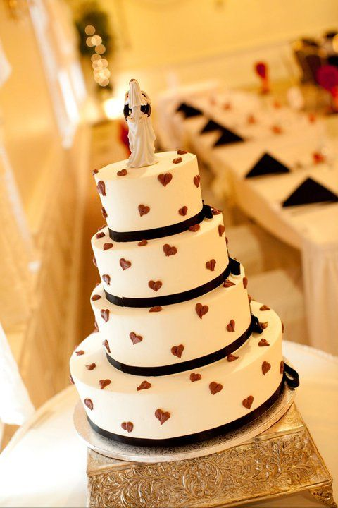 Black, white, red wedding cake | Celebrations in cake | Pinterest ...