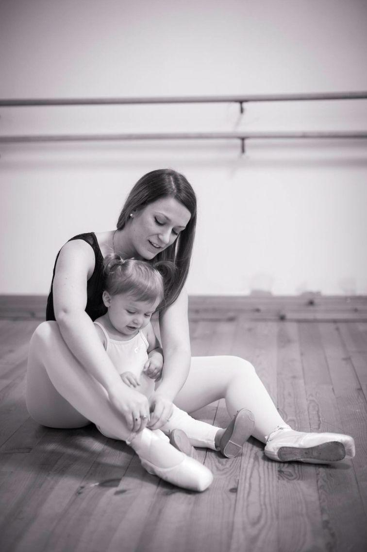 MOTHER DAUGHTER BALLET | Danse mère et fille| Happy mums | Happy daughters| BALLETlove | LATEST trends | BALLET | DANCE | BALLET-BARRE | FITNESS | trendyEXERCISES | balletworkout  | pinned by http://www.cupkes.com/