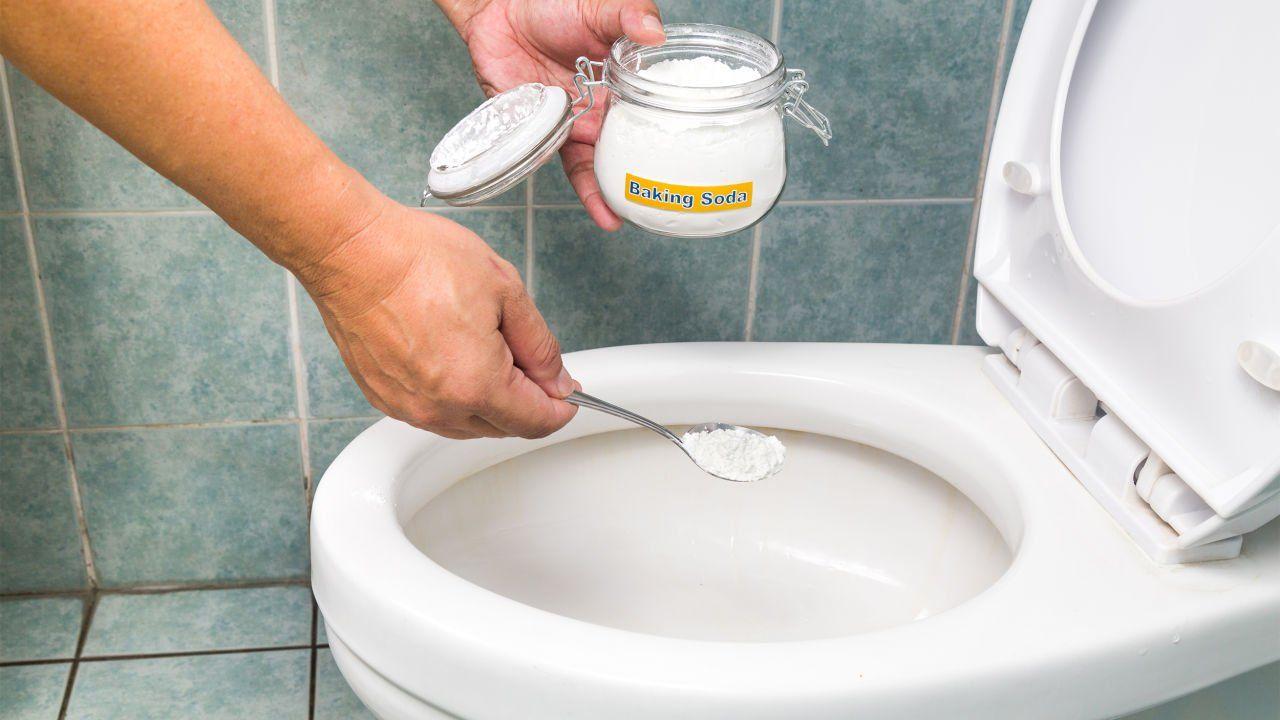 Herkommlichen Wc Reiniger Aus Dem Supermarkt Enthalten Meist Giftige Chemikalien Wie Sie Wc Reiniger Selbst Herstellen Ko Wc Reiniger Saubere Toiletten Natron