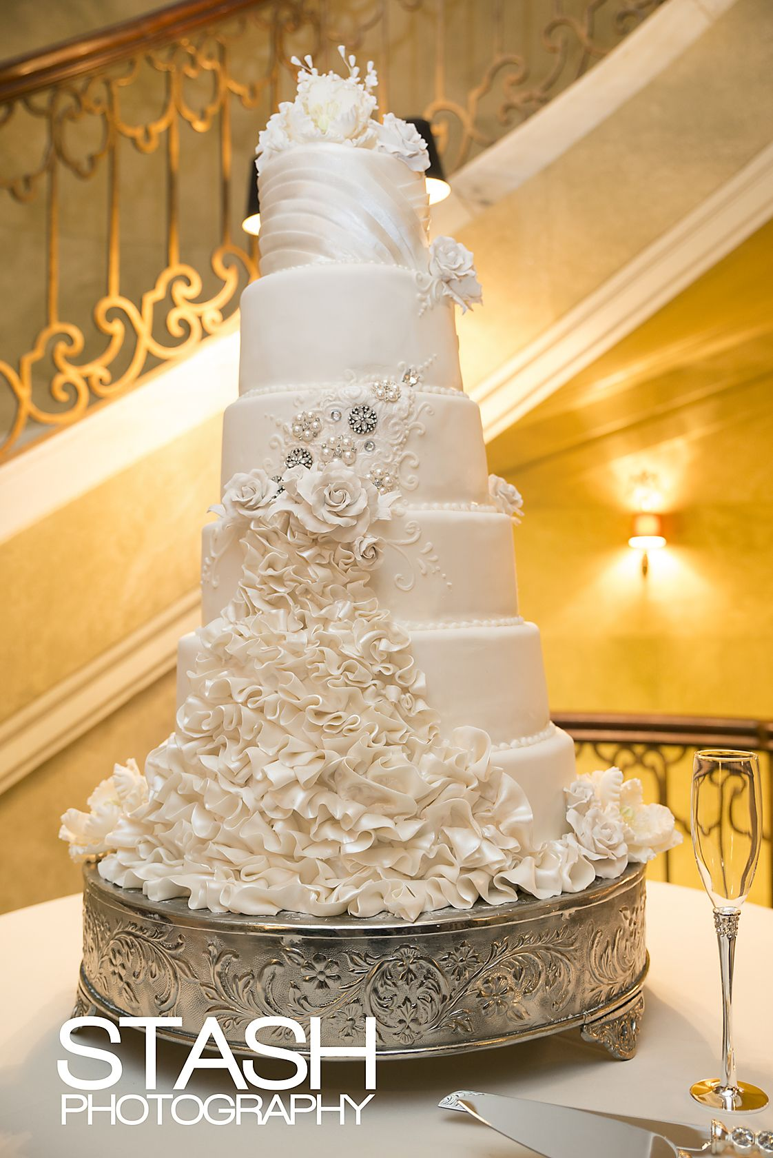 elegant tall wedding cake   Yummy Cakes   Pinterest   Tall wedding     elegant tall wedding cake