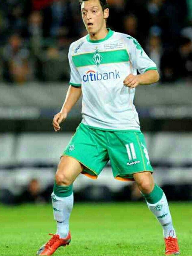 Mesut Ozil Of Werder Bremen In 2009 Werder Bremen Deutsche Fussballer Fussball Bundesliga