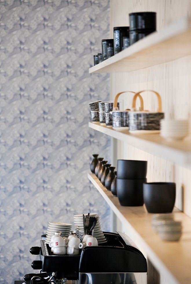 Love these black and white Siirtolapuutarha tea pots and cups by Marimekko.