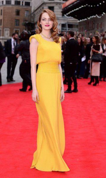 ايما ستون Emma Stone ترتدي فستان اصفر طويل من دار Atelier Versace Nice Dresses Yellow Dress Celebrity Dresses