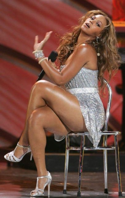 Something Beyonce sexy legs and thighs right! excellent