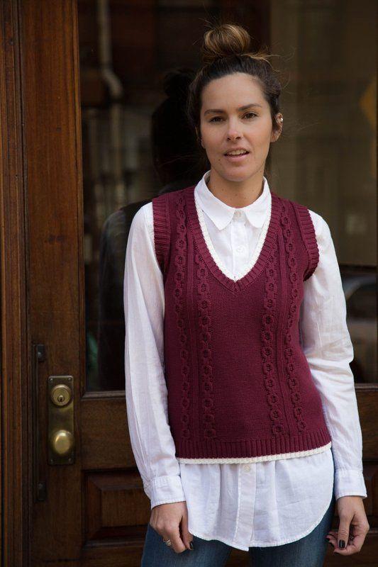 Colete fechado de tricô gola V na cor bordô da marca Coleteria ♡ - Coletes  femininos e infantis - Coleteria  e861c977ea8