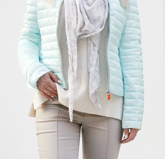 Butik Carla, asukuva kevytuntuvatakki / pastel colour spring 2017 down jacket scarf knit mint beige nude outfit