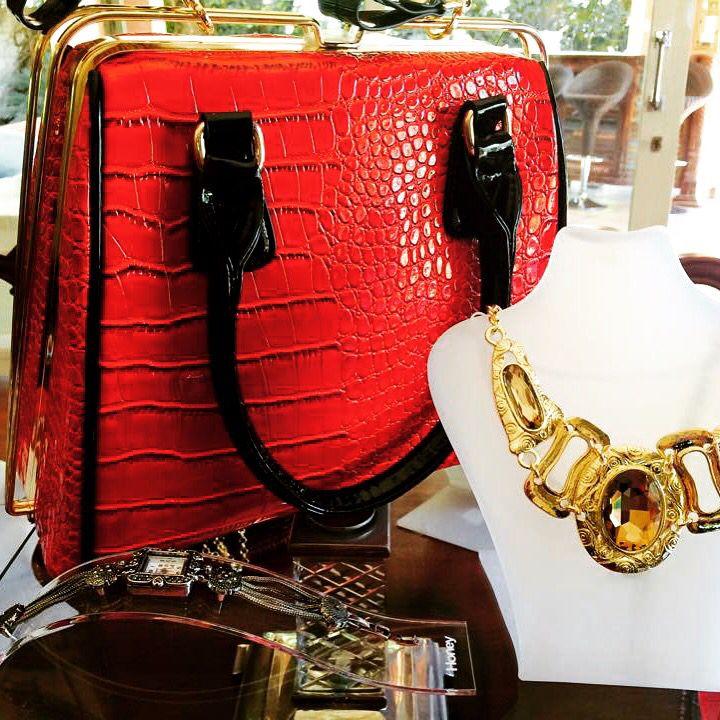 Statement bag, 50's inspired. #beautyonyourarm #honeystyle #honeywoman