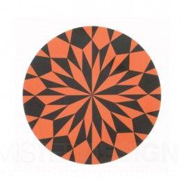 De Star Cutting Board Snijplank van Ferm Living is een fraai vormgegeven snij- of serveerplankje in een grafische stijl. Wanneer u de Cutting Board niet in gebruik heeft staat deze door zijn mooie vorm ook erg leuk op uw aanrecht. De snijplank is gemaakt van gelamineerd berkenhout.  De Star Cutting Board snijplanken zijn in verschillende kleuren te bestellen.