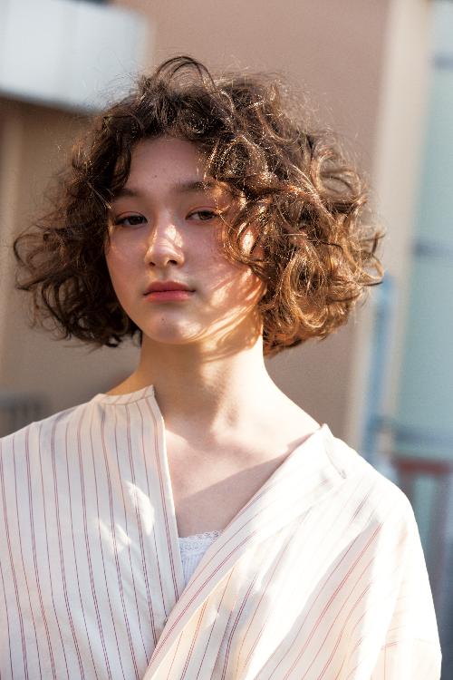 地毛のような質感の個性派カーリーヘア Hair 2019 ヘア