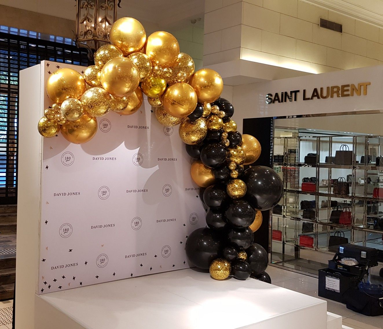 Just Wow Mirror Finish Gold And Onyx Black Frame This Stage For Our Good Friends At Davi Black And Gold Balloons Gold Balloons Decorations Balloon Decorations
