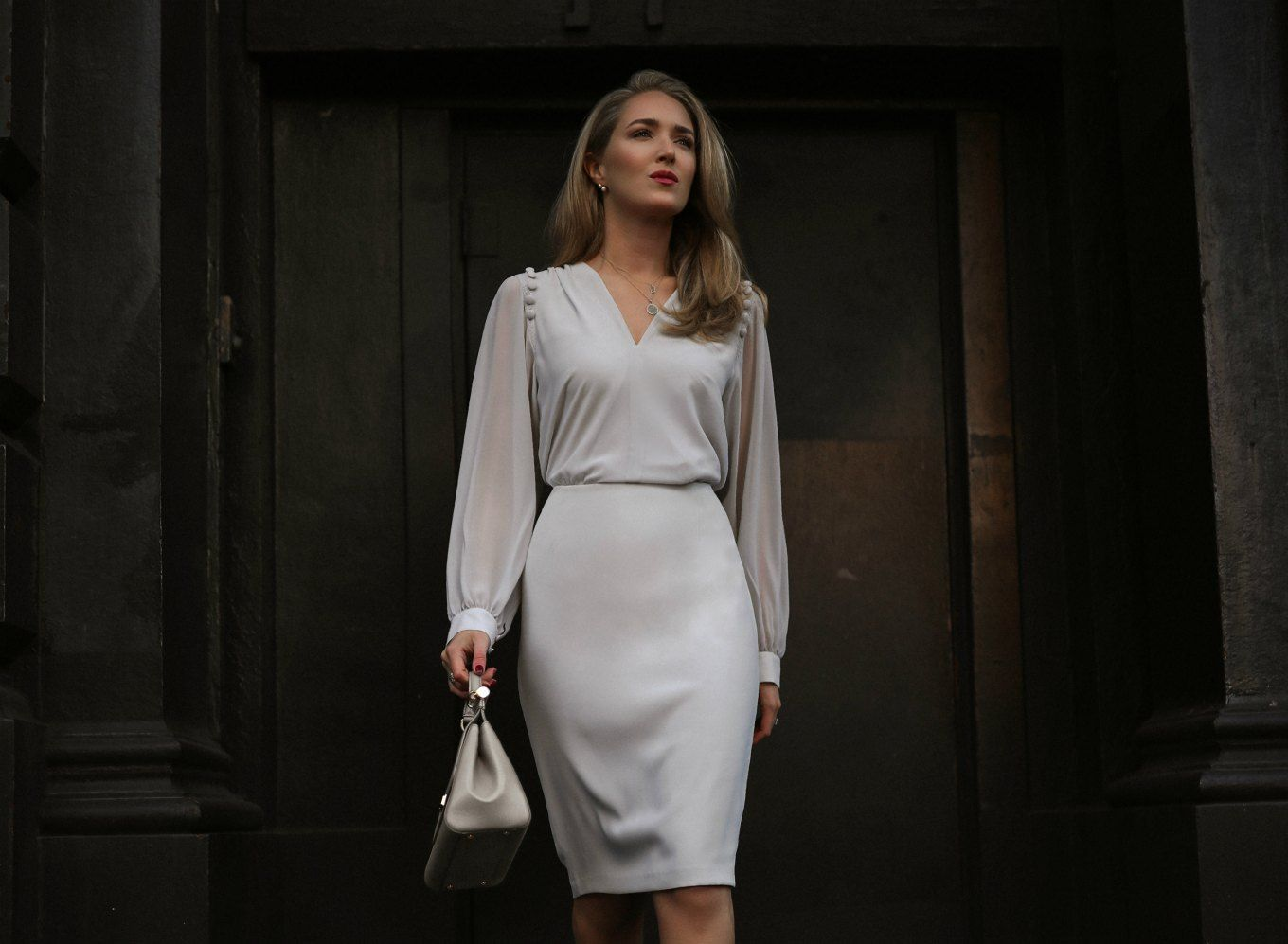 c970f09b46 NYC style blogger in light grey Reiss dress with grey handbag ...