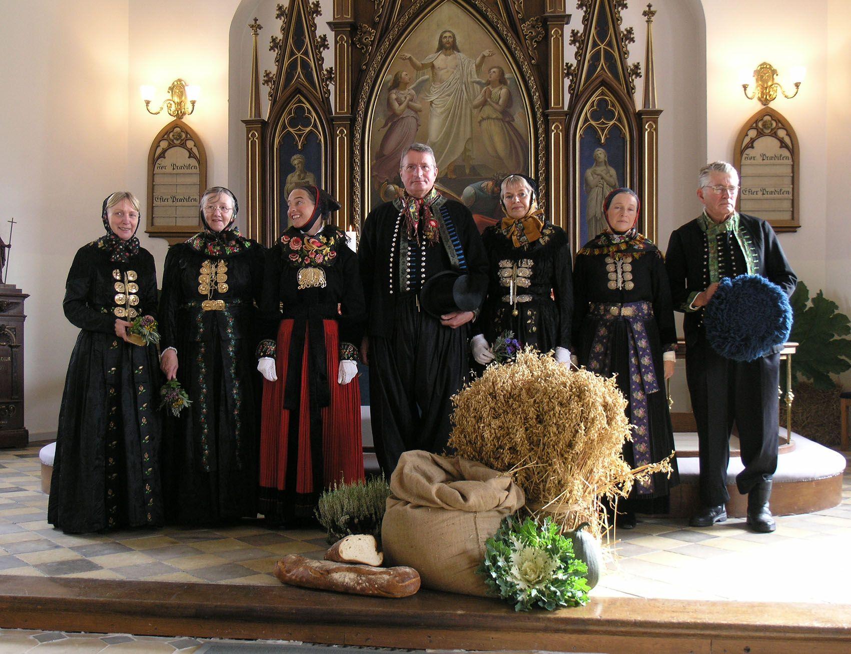 Wedding In Store Magleby Kirke With The Feastfolk Wearing Amagerdragter Host 2007 Regiones Trajes Europa